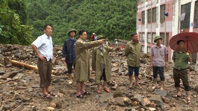 Thành phố Hà Giang chìm trong biển nước, 2 mẹ con bị vùi chết