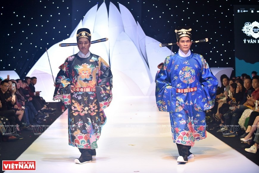 Vitality of Vietnamese ancient costumes