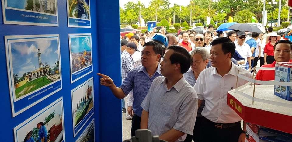 Khai mạc triển lãm ảnh tuyên truyền chủ quyền biển đảo tại Thanh Hóa