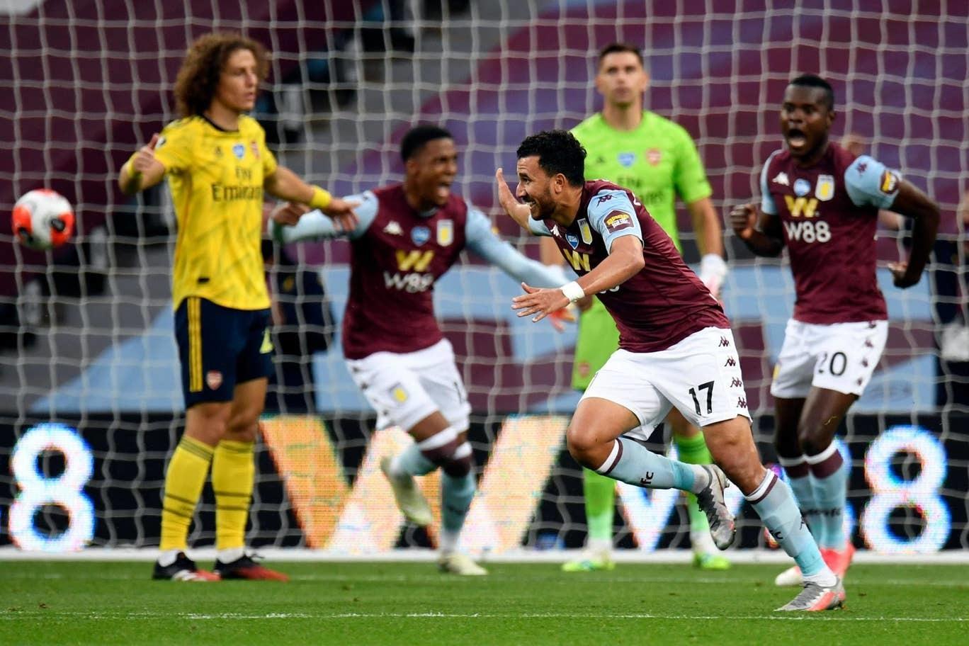 Đánh gục Arsenal, Aston Villa thoát hiểm ngoạn mục