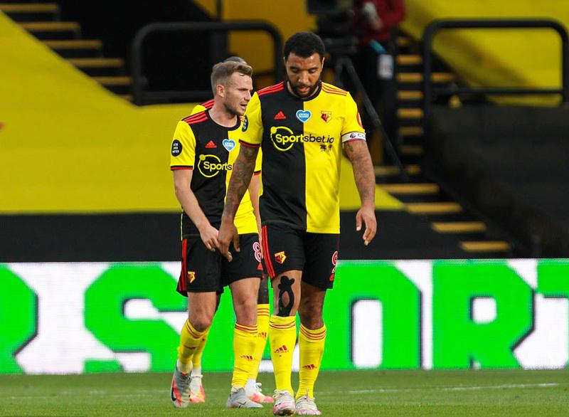 Sterling lập cú đúp, Man City trút giận lên Watford