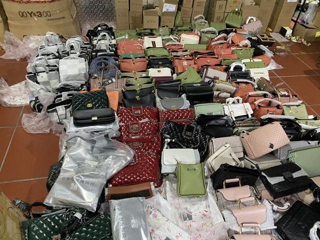 Dân buôn hàng Trung Quốc đồng loạt bỏ việc vì gặp khó