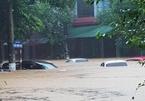 Mưa bão, lái xe vượt chỗ ngập sâu dễ nhận quả đắng