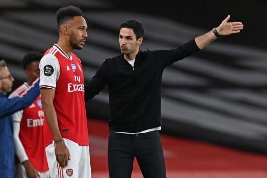 Bruno Fernandes có nghĩa cử đẹp, Arsenal gia hạn Aubameyang