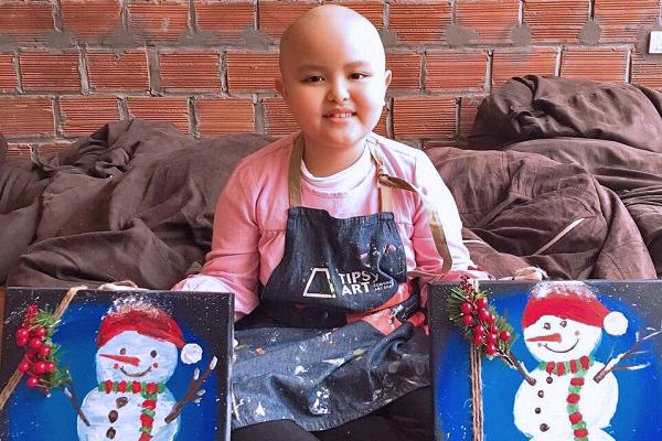 Bé gái 8 tuổi giỏi vẽ mong manh mạng sống vì ung thư máu