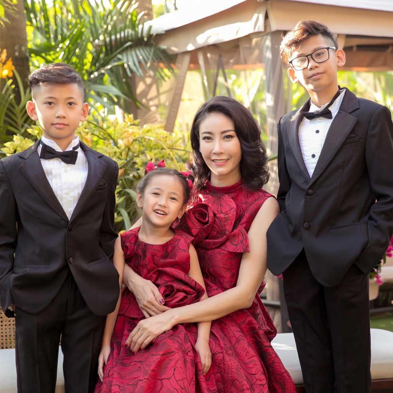 Lấy chồng đại gia, sống cùng 4 con Hà Kiều Anh quên đi sóng gió
