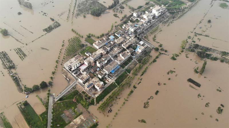 Cánh đồng thành biển lũ mênh mông, nông dân Trung Quốc khóc ròng