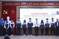 Hà Nội tặng máy tính giúp trò nghèo học trực tuyến