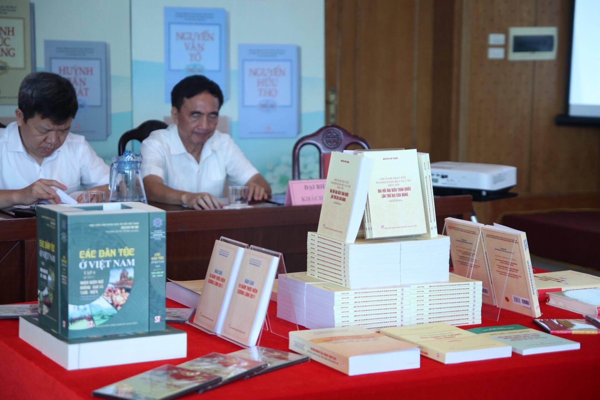 NXB Chính trị quốc gia - Sự thật công bố 400 ấn phẩm mới
