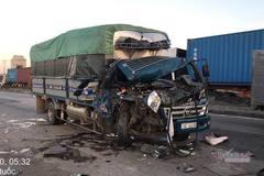 Xe tải nát đầu trên quốc lộ 5, phụ xe tử vong trong cabin