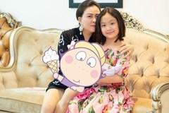 Con gái út của Phượng Chanel từng bế trên tay một em bé như ngầm thông báo việc mẹ đã sinh thêm em mà không ai hay biết?