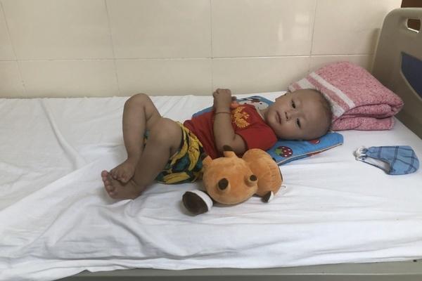 Nỗi đau câm lặng giấu trong tiếng khóc của đứa trẻ ung thư từ 5 tháng tuổi