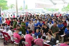 Hàng ngàn người Thái Nguyên xếp hàng từ sớm tham gia hiến máu
