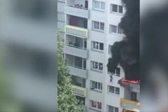 Video: Anh 10 tuổi thả em rơi từ tầng 4 đang cháy ngùn ngụt rồi nhảy theo