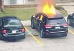Cô gái tưới xăng, đốt xe của bạn trai cũ để trả thù