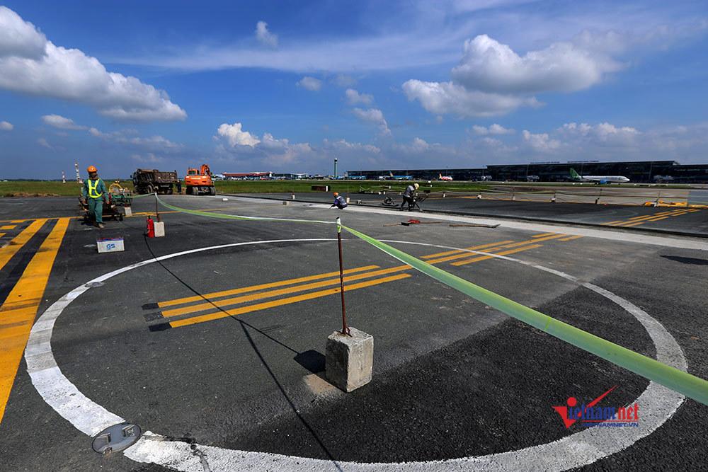 Đóng một đường băng, mỗi ngày Nội Bài vẫn tiếp nhận hơn 500 chuyến bay