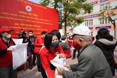 Hội Chữ thập đỏ Hà Nội tổ chức cấp, phát lương thực, thực phẩm miễn phí cho người nghèo