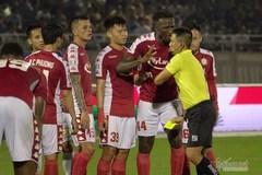 Vòng 11 V-League: Trọng tài lại gây bão, Sài Gòn bất bại