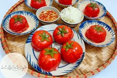 Bánh ít trần tôm nhân thịt ăn kèm nước chấm chua ngọt đầy lôi cuốn