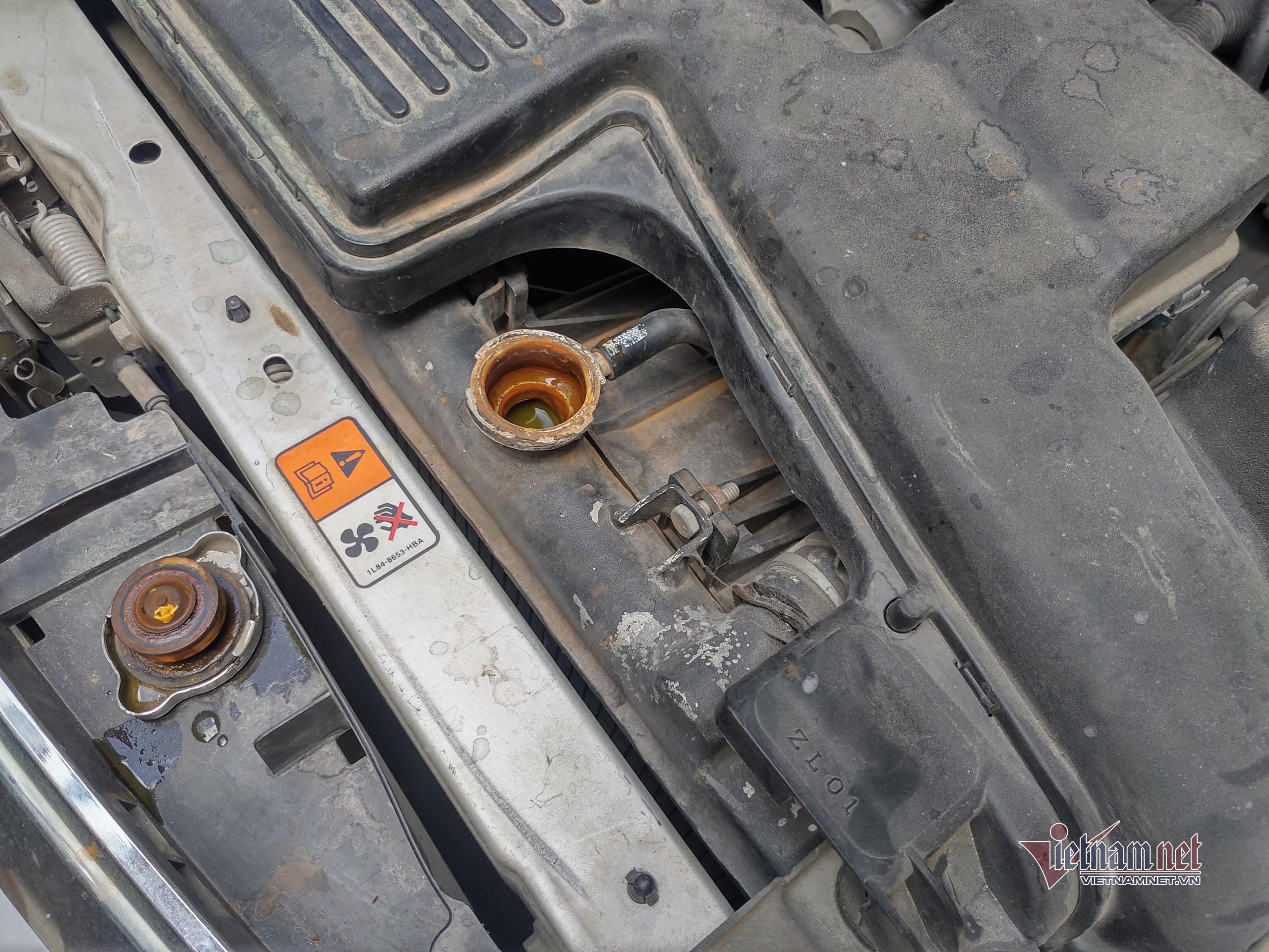 Hao nước làm mát: Xe hỏng nặng vì thói quen ẩu của chủ xe