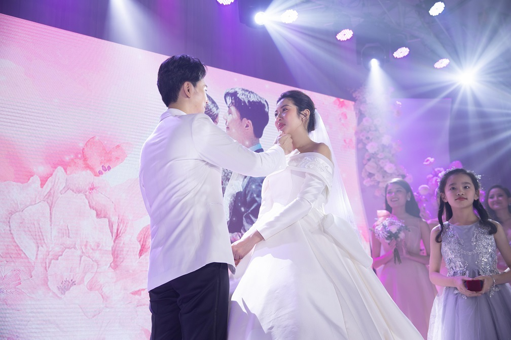 Thúy Vân khóc khi chồng doanh nhân hứa 'yêu trọn đời'