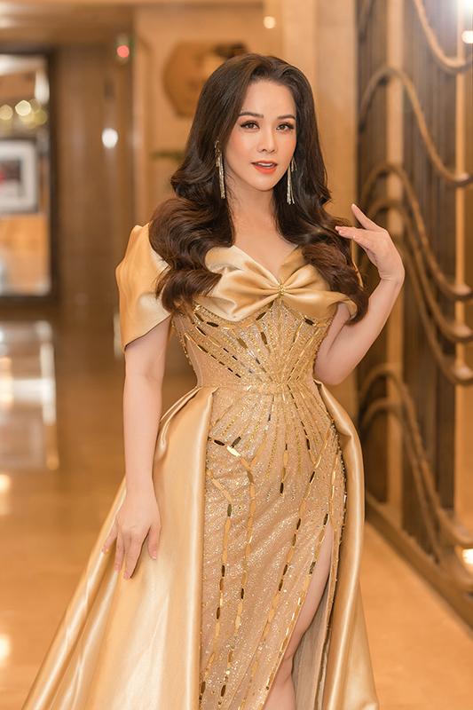 Nhật Kim Anh nhận giải 'Nữ diễn viên của năm' với vai Thị Bình