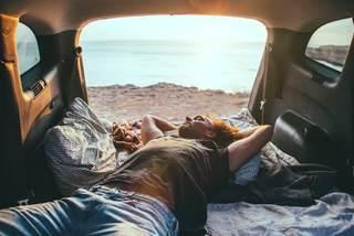 Bí quyết ngủ qua đêm an toàn trên xe