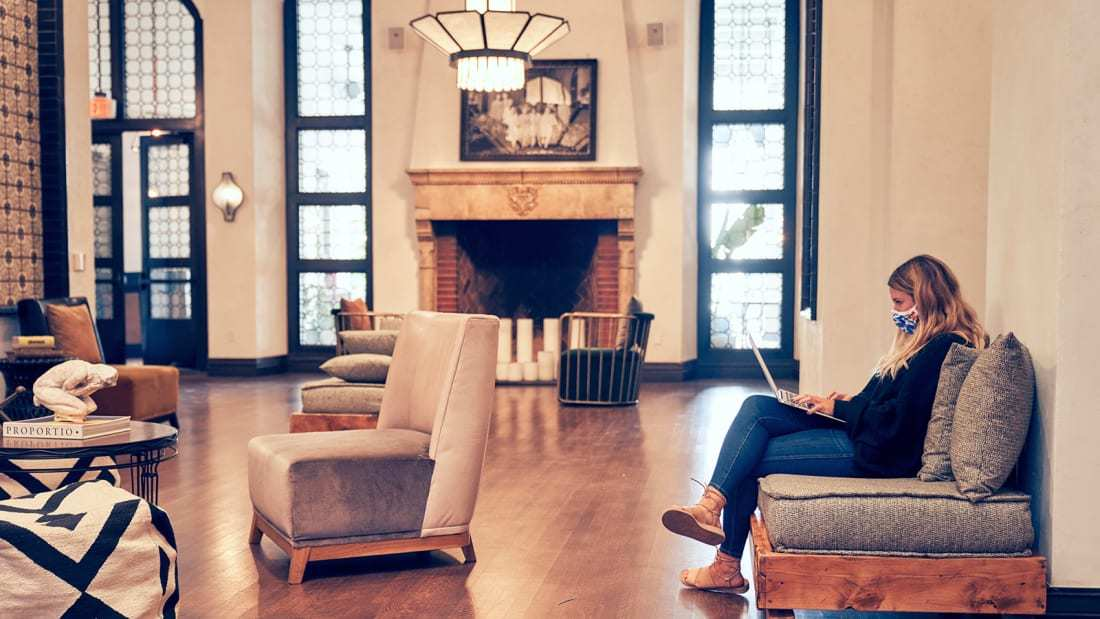 Quá chán làm việc ở nhà, dân Mỹ kéo ra khách sạn thuê giá 3 triệu/ ngày