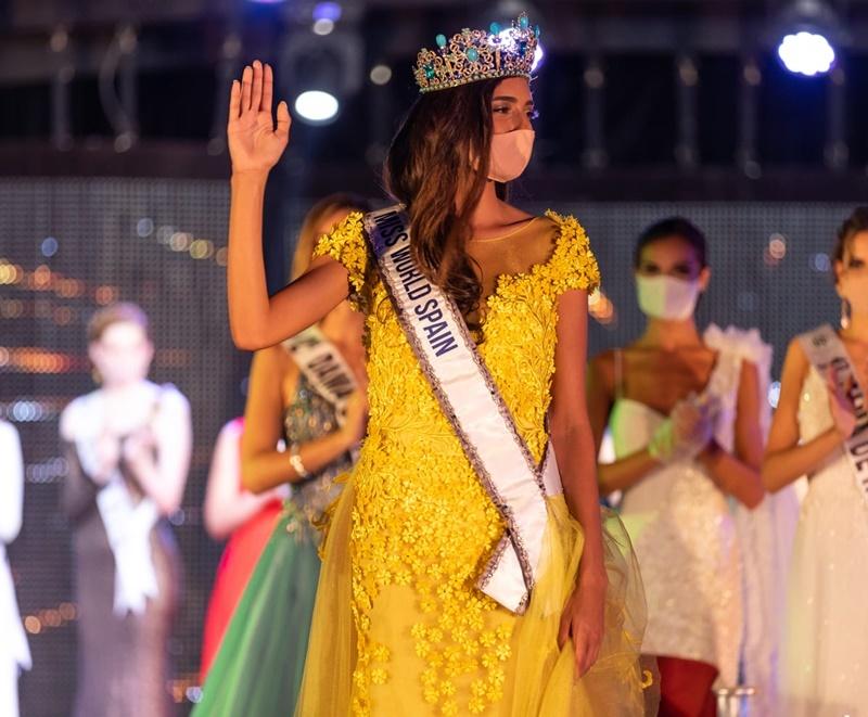 Hoa hậu Tây Ban Nha đeo khẩu trang lúc đăng quang vì Covid-19