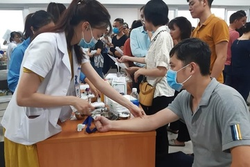Hundreds donate blood to save Quang Binh accident victims