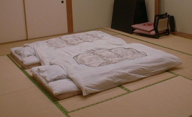 Tại sao nhiều cặp vợ chồng ở Nhật không ngủ chung giường?