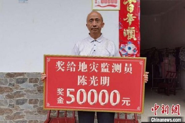 Nhờ một bức ảnh, lão nông Trung Quốc cứu hơn nghìn dân khỏi lở đất