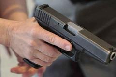 Kiểm tra phòng chống dịch Covid-19, phát hiện nhóm người dắt theo súng