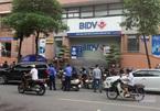 Bịt mặt, nổ súng cướp ngân hàng ở Hà Nội