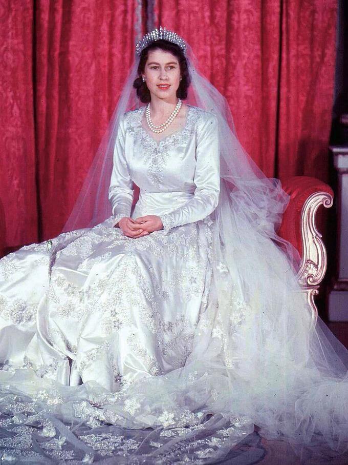 Vương miện đắt giá, nạm kim cương được 3 thế hệ dùng trong đám cưới