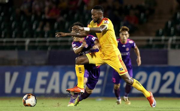 V.League star Samson holds Vietnam close to his heart