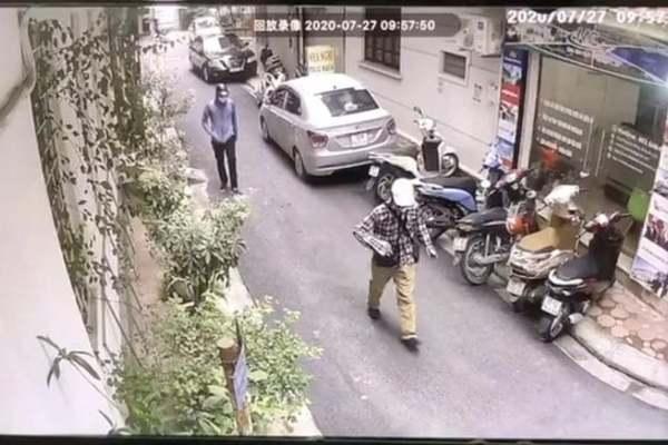 Công bố hình ảnh hai đối tượng dùng súng cướp ngân hàng ở Hà Nội