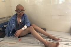 Suýt mất cánh tay vì bệnh, nam sinh lớp 8 đau khổ không thể đi học
