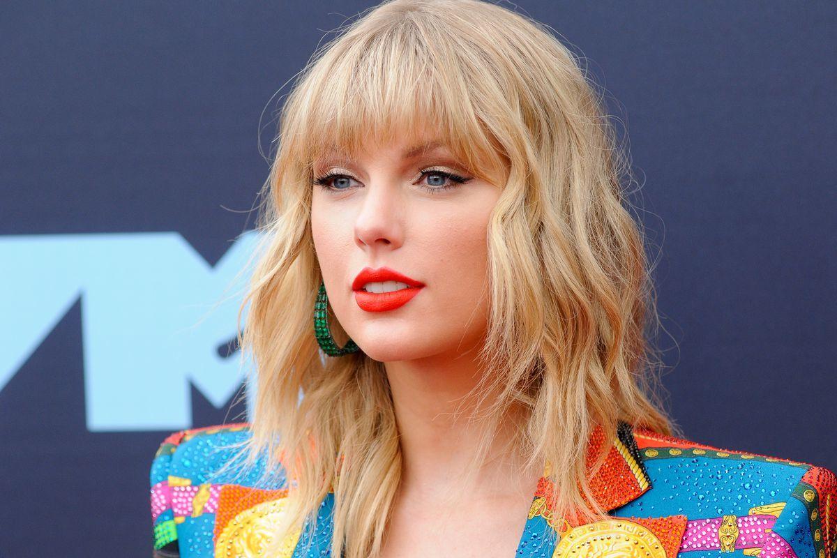 Diện mạo mới ấn tượng của Taylor Swift