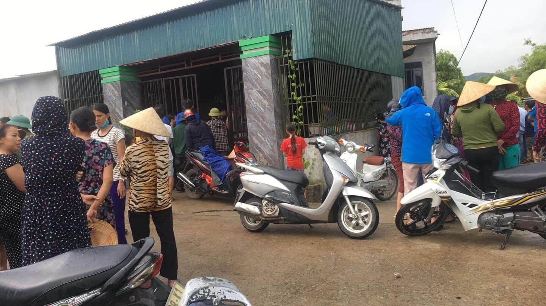 Mẹ khóa trái cửa, tẩm xăng đốt ba người con để tự sát ở Hà Tĩnh
