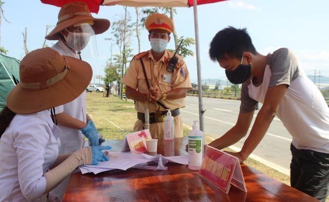 Cấp bách chống dịch, Quảng Nam khuyến cáo người dân không ra khỏi nhà