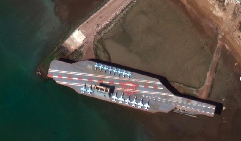 Video Iran dội mưa tên lửa vào mô hình tàu sân bay Mỹ
