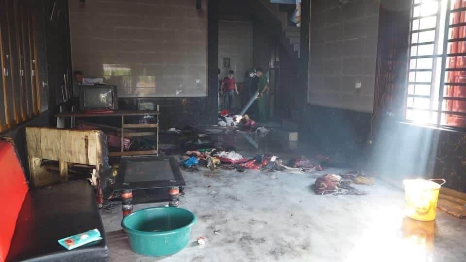 Ba đứa trẻ tử vong trong vụ mẹ khóa trái cửa tẩm xăng đốt ở Hà Tĩnh