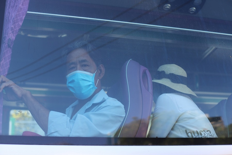 Bệnh viện sắp quá tải, Đà Nẵng đưa hàng trăm người đến khu cách ly mới