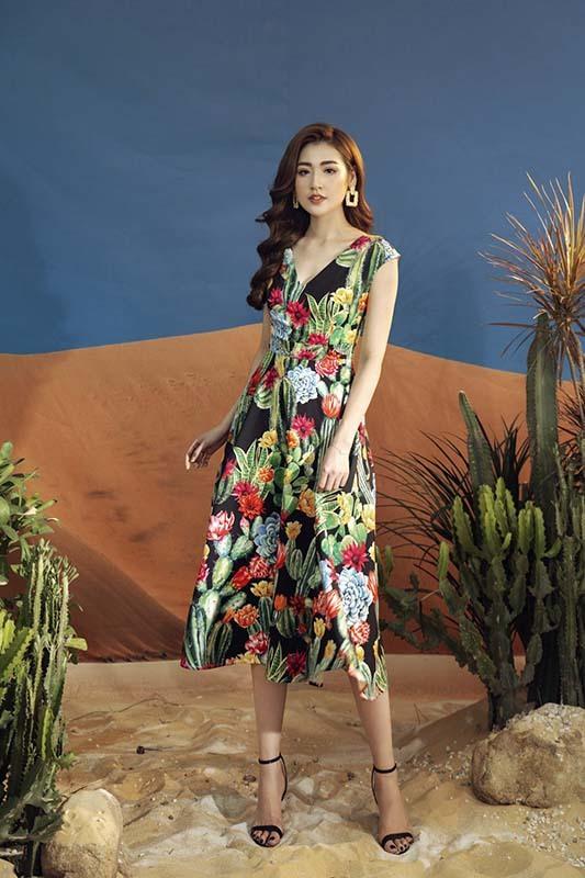 Á hậu Tú Anh phong cách với đầm hoạ tiết hoa xương rồng
