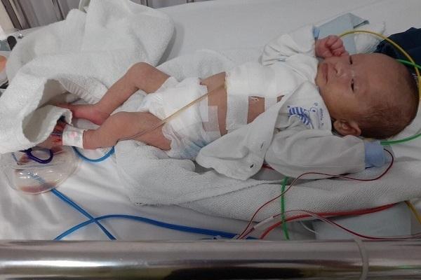 Mồ côi cha, bé gái 3 tháng tuổi bị tim bẩm sinh cần tiền mổ gấp