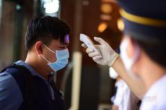Hà Nội, TP.HCM vẫn đi lại, mua bán bình thường trừ nơi có ca nhiễm Covid-19