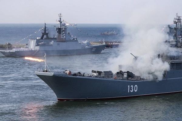 Hàng chục tàu chiến Nga tập trận ở Biển Đen