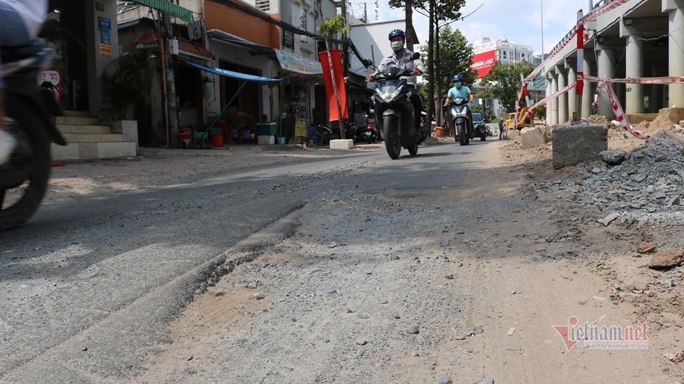 Thi công dự án chống ngập gần 500 tỷ, mặt đường Nguyễn Hữu Cảnh bị nứt