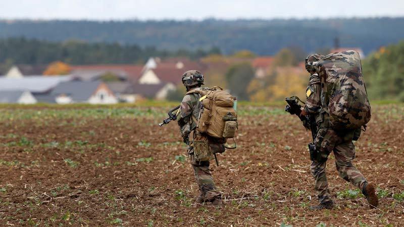Đức nói Mỹ rút quân là tự bắn chân mình